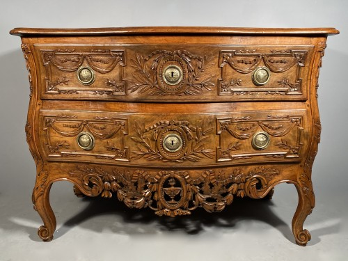 Provencal chest of drawers in walnut, Pierre Pillot in Nîmes around 1770 -