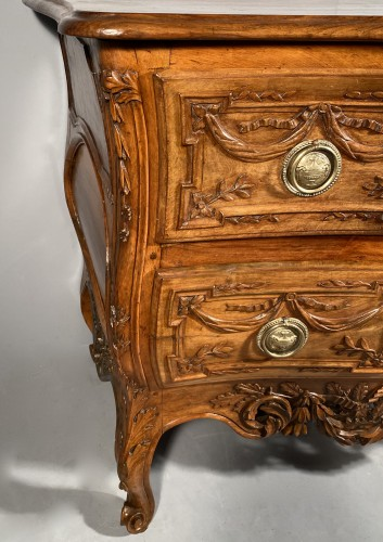 Provencal chest of drawers in walnut, Pierre Pillot in Nîmes around 1770 - Transition