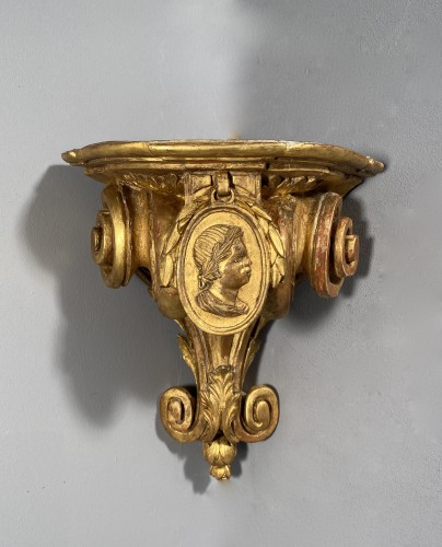 18th century - Pair of corner consoles after Delafosse, Paris, Louis XV period