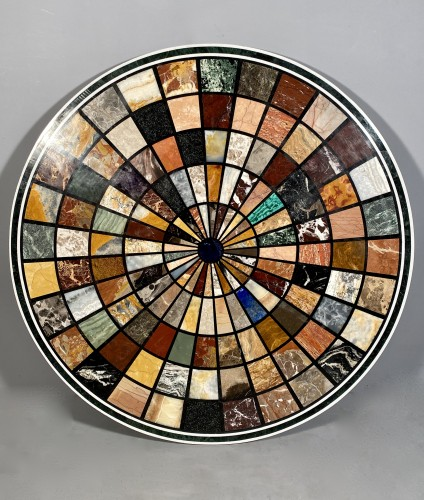 Antiquités - Tray with radiant decoration in hard stones, Rome circa 1880