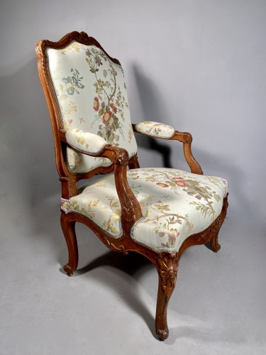 Antiquités - Armchair with flat back, Provence around 1750