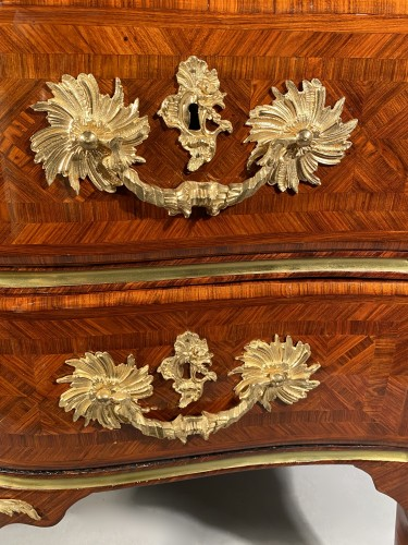 Furniture  - Important chest of drawers stamped ID circa 1740