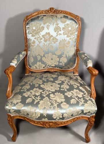 18th century - Pair of armchairs with flat backs attributed to J.B Tillard circa 1760