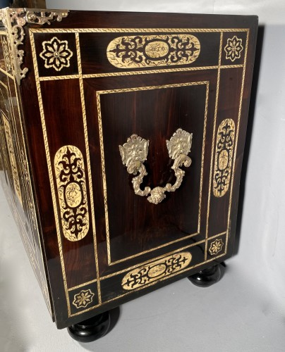 Travel cabinet, ebony and ivory, Milan circa 1620 - Furniture Style Louis XIII
