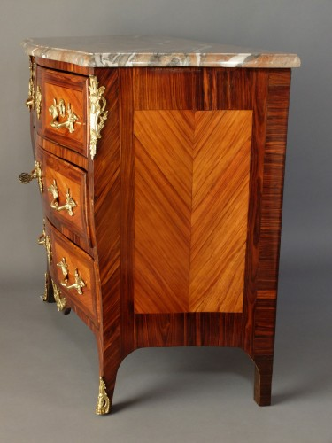 Small Parisian chest of drawers, Louis XV period -