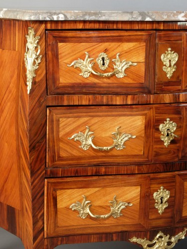 18th century - Small Parisian chest of drawers, Louis XV period