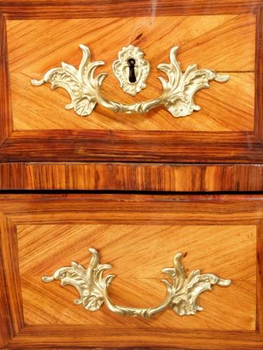 Small Parisian chest of drawers, Louis XV period - Louis XV