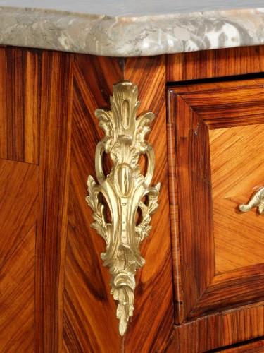 Louis XV - Small Parisian chest of drawers, Louis XV period