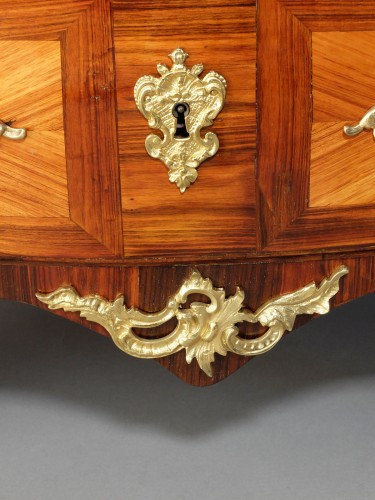 Antiquités - Small Parisian chest of drawers, Louis XV period