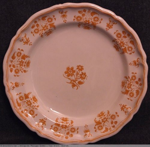 Moustiers faience plate - solannées flowers in shades ocher -