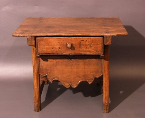 Small coffee table in larch wood - Work of Folk Art from Switzerland or Savoy