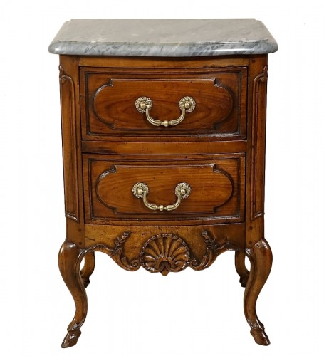 "Small curved front commode ""d'entre-deux"""