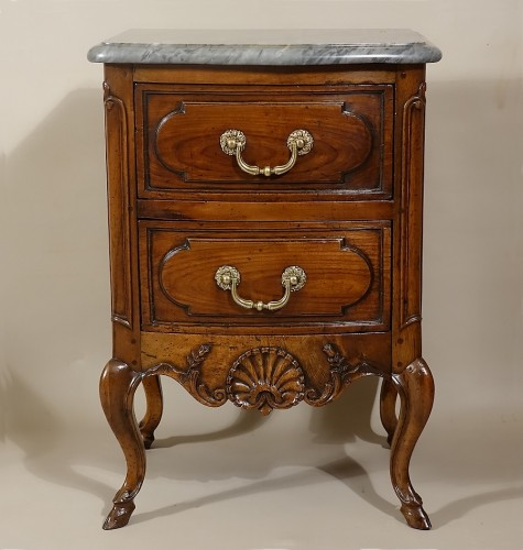 "Small curved front commode ""d'entre-deux"" - Furniture Style Louis XV"