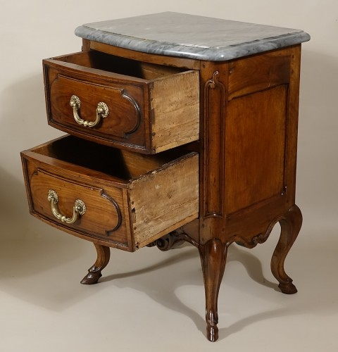 "Small curved front commode ""d'entre-deux"" -"
