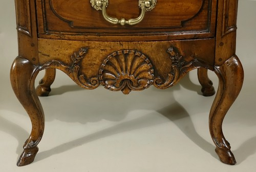"18th century - Small curved front commode ""d'entre-deux"""