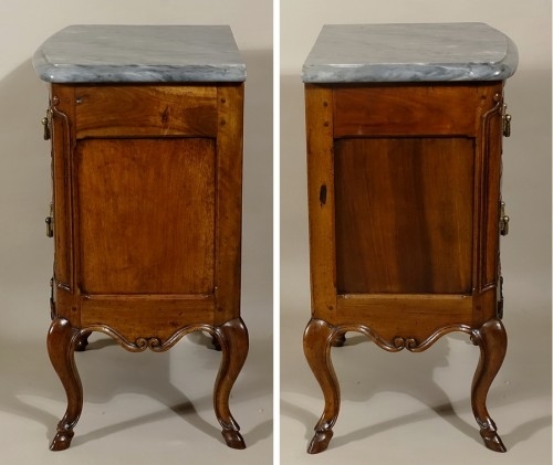 "Louis XV - Small curved front commode ""d'entre-deux"""