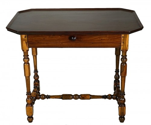 Cabaret table Rochelaise in guaiac and speckled mahogany