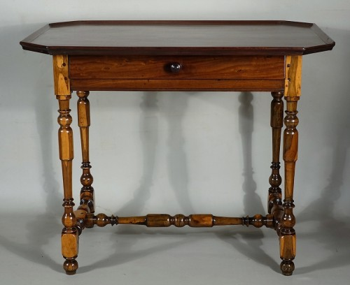 Cabaret table Rochelaise in guaiac and speckled mahogany - Furniture Style Louis XIII