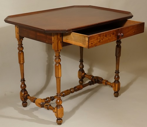 Cabaret table Rochelaise in guaiac and speckled mahogany -