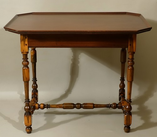 17th century - Cabaret table Rochelaise in guaiac and speckled mahogany