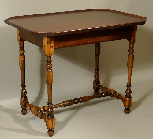 Cabaret table Rochelaise in guaiac and speckled mahogany - Louis XIII