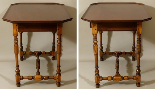 Louis XIII - Cabaret table Rochelaise in guaiac and speckled mahogany