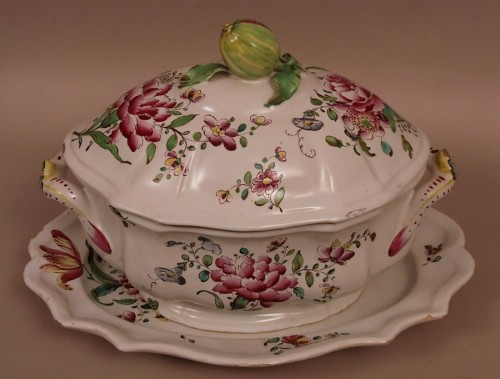 A mid 18th century Faience Terrine of Sceaux - Porcelain & Faience Style Louis XV