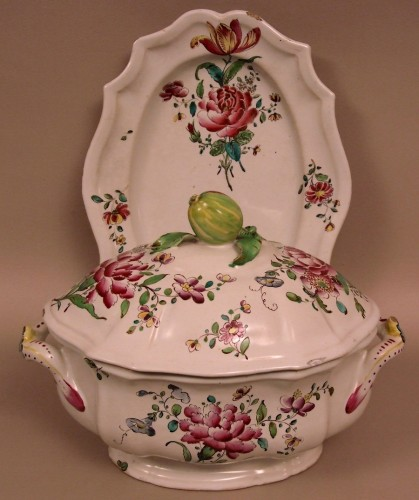 18th century - A mid 18th century Faience Terrine of Sceaux