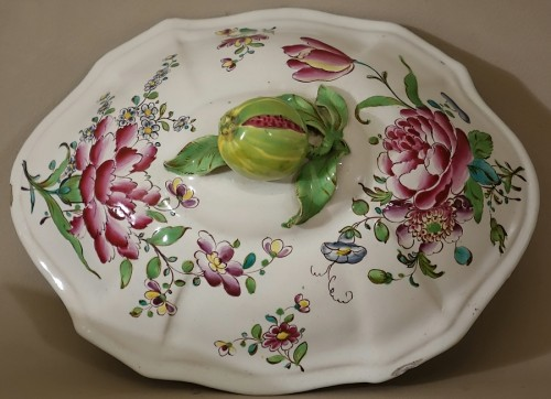 Louis XV - A mid 18th century Faience Terrine of Sceaux