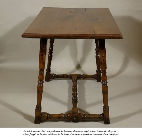 Table de carrosse en noyer massif, Italie XVIIe - Mobilier Style Louis XIII