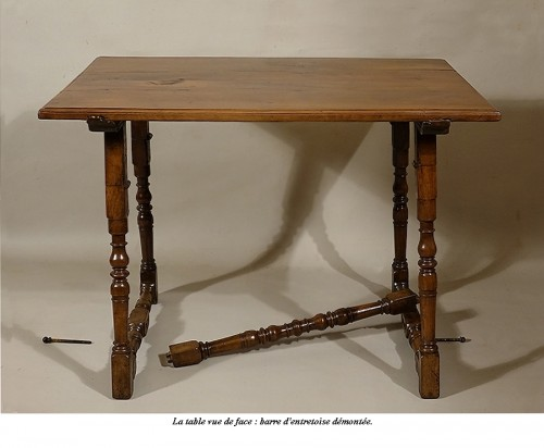 Louis XIII - Table de carrosse en noyer massif, Italie XVIIe