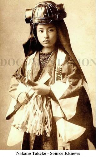 - Meiji period Japanese porcelain samurai