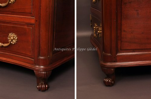 18th century - Solid Cuban mahogany curved commode from Bordeaux, XVIIIth century