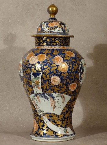Large lided vase - Japan late 17th century -