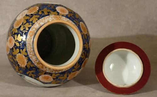 - Large lided vase - Japan late 17th century