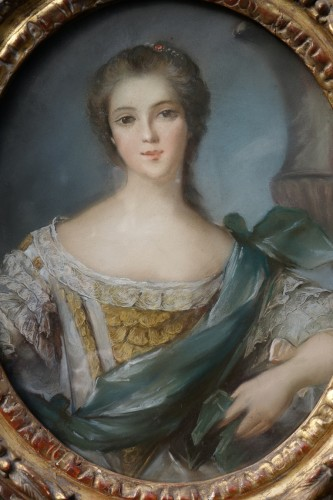 Paintings & Drawings  - Portrait of a young woman - Pastel and its 18th century frame