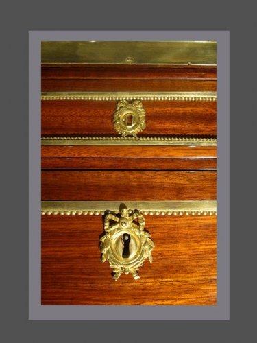 A Louis XVI Cabinet secretary - Louis XVI