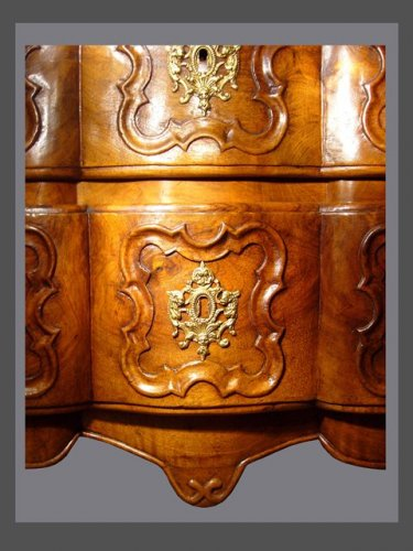18th century - 18th century chest of drawers