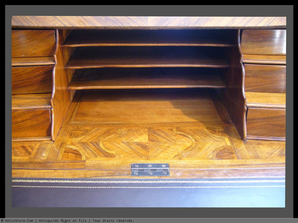 bureau dessus bris en placage de noyer en frisage. Black Bedroom Furniture Sets. Home Design Ideas