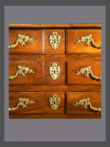 18th century walnut commode - Furniture Style Louis XIV