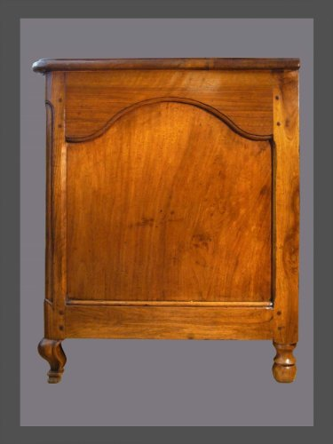 Furniture  - 18th century walnut commode