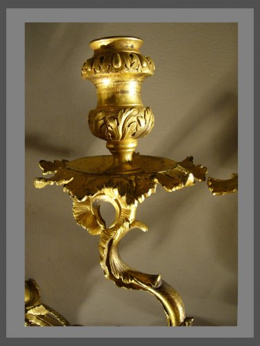 Antiquités - A pair of Regence ormolu two-branch firgural wall-lights