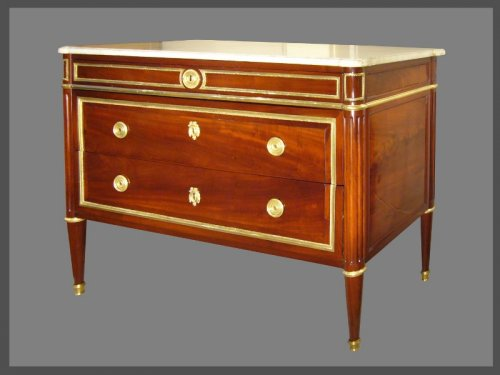 Louis XVI - A Louis XVI ormolu-mounted mahogany commode