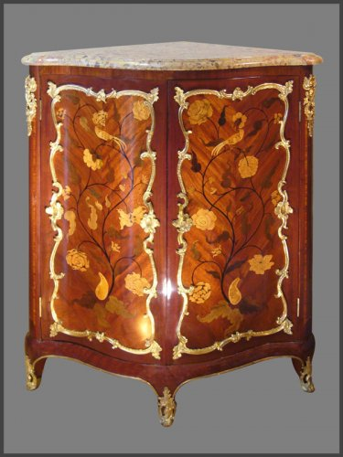 Louis XV Period Encoignures by Jean DEMOULIN - Furniture Style Louis XV