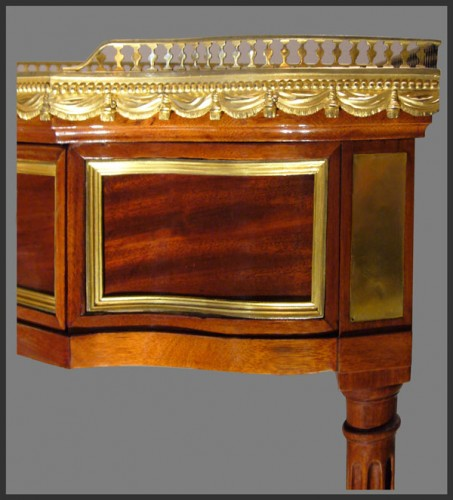 18th century - Louis XVI Pair of Mahogany Encoignures, by Georges JACOB