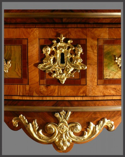 "18th century - French commode  with bronzes with the ""R"" crowned"
