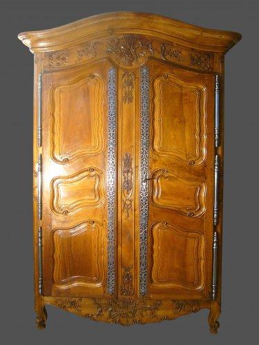 Provencal wedding cabinet
