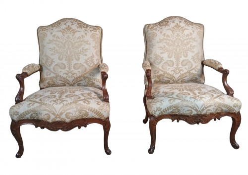 A pair of Regence walnut- armchairs, Early 18th Century, Circa 1720-1730