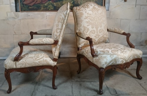 Seating  - A pair of Regence walnut- armchairs, Early 18th Century