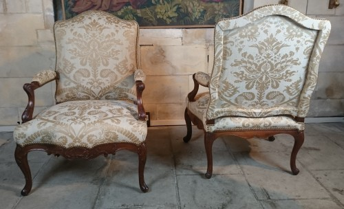 18th century - A pair of Regence walnut- armchairs, Early 18th Century